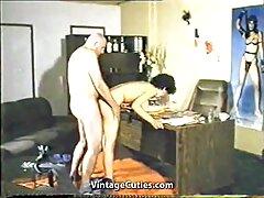 من سكسي زواج جديد ذوي الخبرة يعلم الشاب كيف يمارس الجنس بشكل صحيح