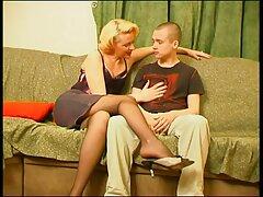 أحضر عشيقة سكسي فرنسي جديد الشعر الأشقر إلى الفندق ومارس الجنس مع فتاة نحيفة في راعية البقر